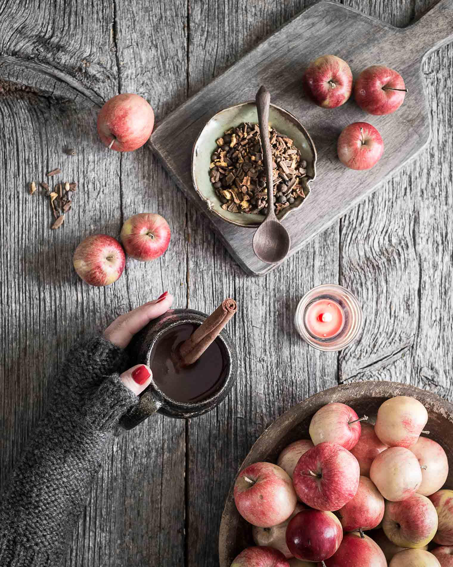 Homemade apple cider is so easy to make, I'm shocked I haven't tried it before! But I suppose the only time I'd think about making apple cider is when I have so many apples I don't know what to do with them—which is what happened this year. Keeping With the Times